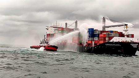 突发大火!这艘中国船厂建造的集装箱船交付仅三月
