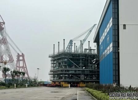 启东中远海运海工M022 FPSO模块项目完成车间搭载