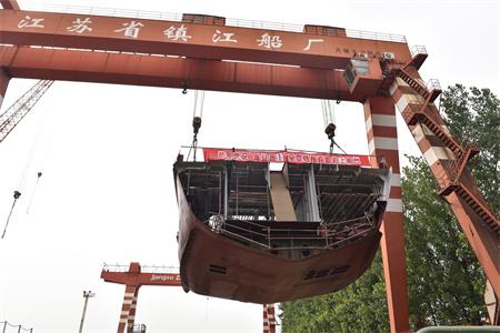 镇江船厂5200HP全回转拖轮顺利搭载