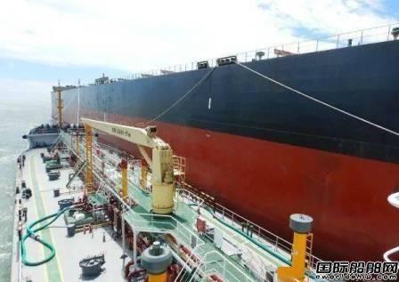"""中国石化首艘加油船""""润吉1号""""正式运营"""