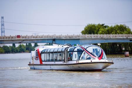 嘉兴5艘全国首批新能源水上巴士船舶首航