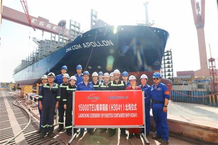 越造越快!沪东中华15000TEU集装箱船4号船顺利出坞