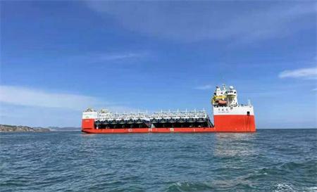 """""""华盛龙""""完成12艘渔船跨洋运输任务"""