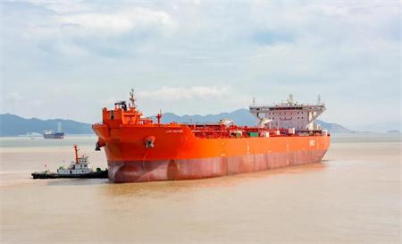 舟山中远海运重工15.2万吨穿梭油轮N728船完成试航