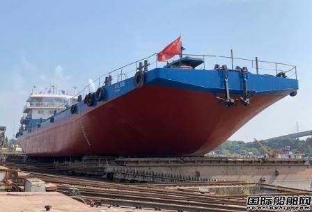 """青山船厂改造""""楚天858""""植物油船移台下水"""