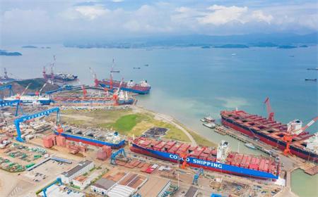 舟山中远海运重工圆满完成三艘同坞船舶坞修工程