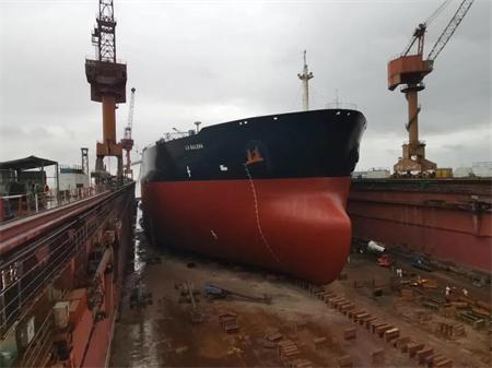 106小时!上海中远海运重工船舶除锈机器人作业完成首秀