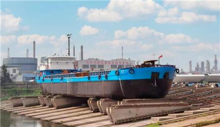 """青山船厂改造""""春昕318""""号植物油运输船移台下水"""