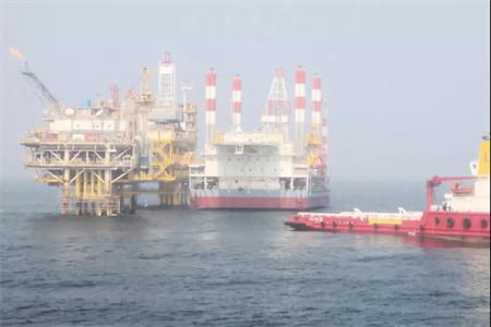海洋石油162平台拖航至秦皇岛33-1油田作业