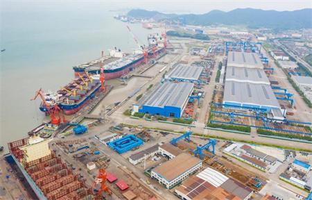 舟山中远海运重工高效抢修两艘船提前48小时完工开航