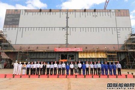 沪东中华中石油国事LNG项目2号船入坞