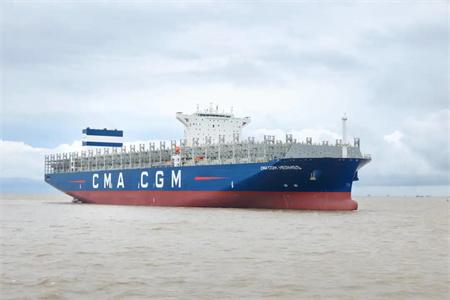 沪东中华建造15000TEU集装箱船2号船试航凯旋