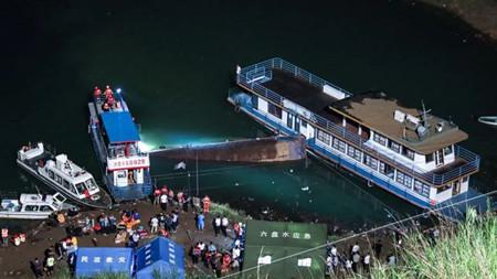 贵州客船侧翻事故已致10人遇难乘客多为学生