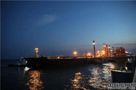 青岛港油港公司再次刷新油轮靠泊最大吃水纪录
