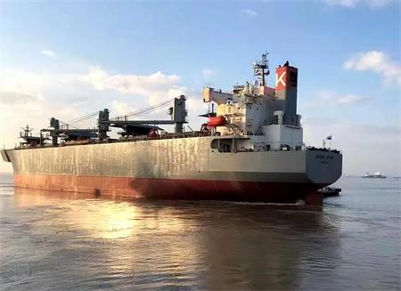 上海中远海运重工两艘船完成修理离厂启航