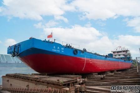 """青山船厂""""长风968""""号植物油运输船移台下水"""