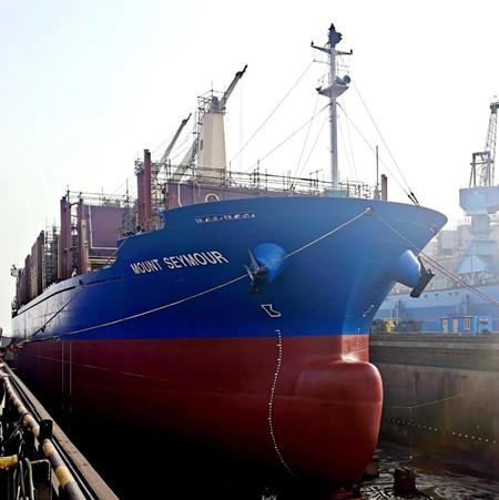 """大连中远海运重工完成 """"西摩山""""轮压载水系统改装顺利开航"""